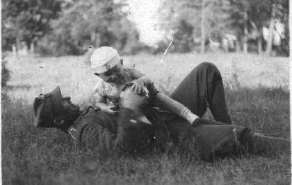 Mały Ernest z ojcem